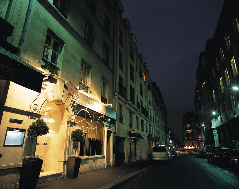 Restaurant Rue De Lonchamps Paris
